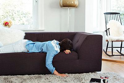 Schlafende Frau  - p432m823900 von mia takahara