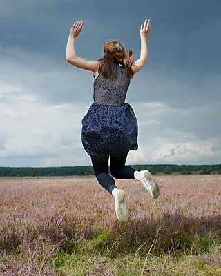 Jump into the air - p1124m931758 by Willing-Holtz