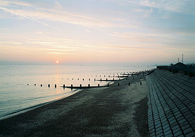Pebble beach at dusk in Southend-on-Sea in Essex - p3491229 by Wayne Kirk
