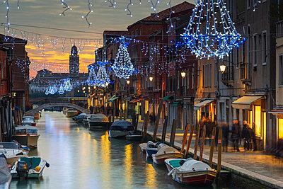 Europe, Italy, Veneto, Venice, Murano, Christmas decoration on a canal - p651m1005675 by Christian Kober