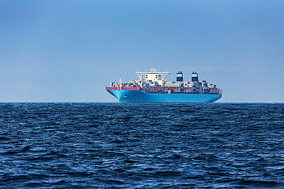 Spain, Andalusia, Tarifa, Container ship - p300m949875f by Sebastian Kanzler