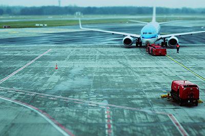 Passenger plane on the runway - p851m2245567 by Lohfink