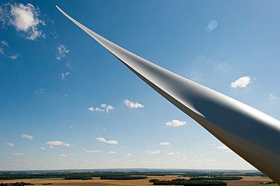 Windkraft, Cher, Frankreich - p1079m1074167 von Ulrich Mertens