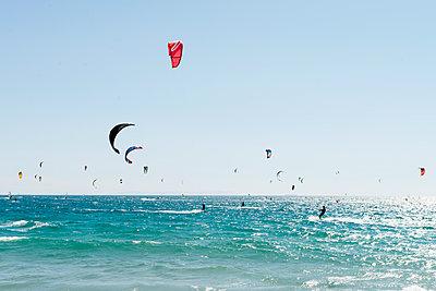 Kitesurfen - p608m1486587 von Jens Nieth
