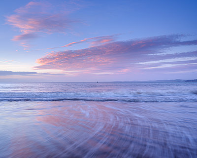 Tranquil dawn with clouds reflected in the wet beach, Exmouth, Devon, England, United Kingdom - p871m2113853 by Baxter Bradford