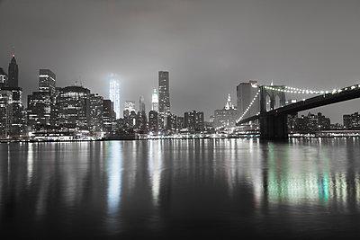 Brooklyn Bridge at night  - p913m1113018 by LPF