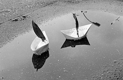 Paper boats - p2010026 by R. Kraft