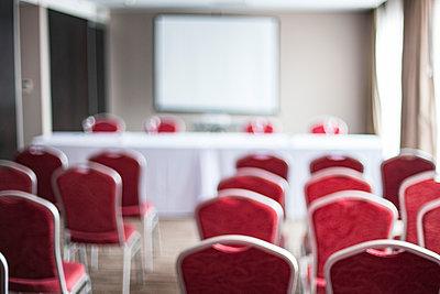 Empty conference room - p623m1495171 by Gabriel Sanchez