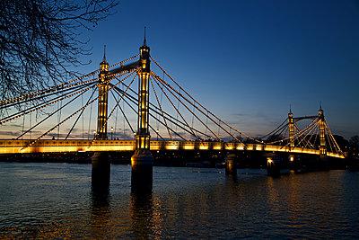 Great Britain, London, Albert Bridge - p1399m2272926 by Daniel Hischer