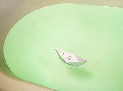 Paper boat - p3900012 by Frank Herfort
