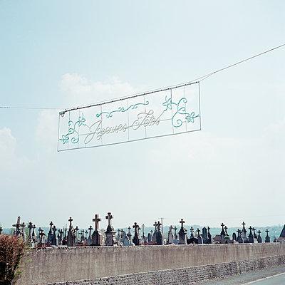 Graveyard - p1287m2288712 by Christophe Darbelet