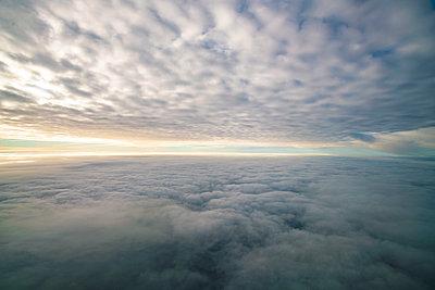Über den Wolken - p1332m1460909 von Tamboly