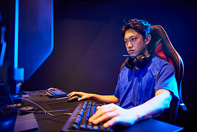 E-Sports image - p307m2023314 by Shingo Tosha