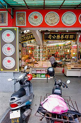 ,Taipei, Taiwan, 2008 © Charles Bowman/Axiom - p442m839830 by Charles Bowman