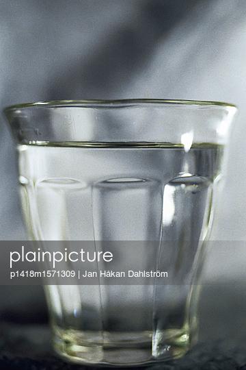 Wasserglas - p1418m1571309 von Jan Håkan Dahlström