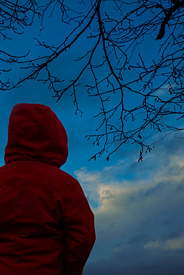 Boy in a red jacket - p1228m2230870 by Benjamin Harte