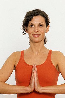 Frau beim Meditieren - p2200583 von Kai Jabs