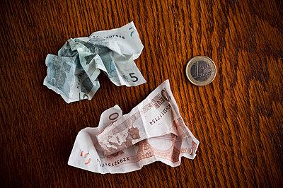 Geld auf dem Tisch - p2200838 von Kai Jabs