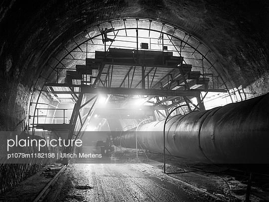 Tunnelbau für die Bahn - p1079m1182198 von Ulrich Mertens