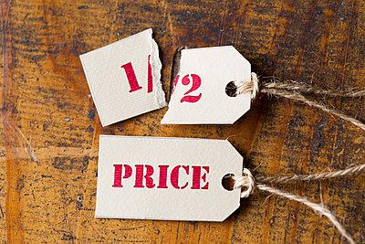 Sale tags, half-price - p300m1586996 von zerocreatives