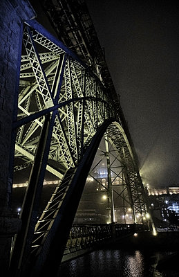 Portugal, Porto, Douro, Illuminated Dom Luis I Bridge seen at night - p300m2144203 by Michael Reusse (alt)