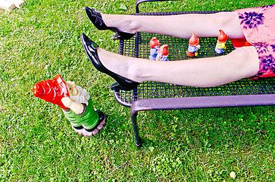Lüsterne Gartenzwerge - p978m900562 von Petra Herbert