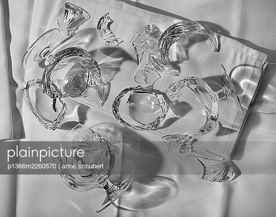 Broken brandy glasses - p1366m2260570 by anne schubert