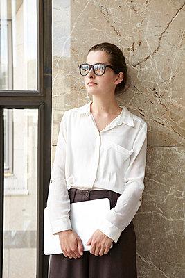 Business woman - p113m698923 by Lioba Schneider