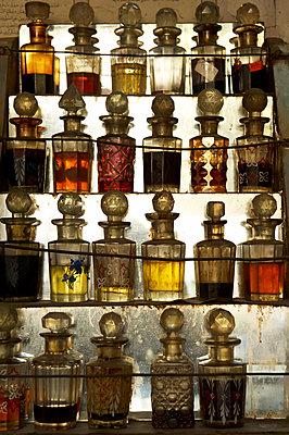 Indische Duftflaschen - p1259m1109524 von J.-P. Westermann