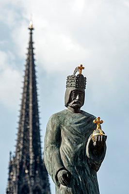 Bonifatius Statue - p229m1588922 von Martin Langer