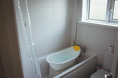 Baby bathtub in bathroom - p1315m1421907 by Wavebreak