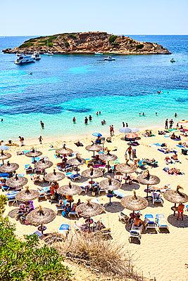 Strand von Portals Nous - p885m1214850 von Oliver Brenneisen