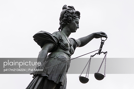 Justitia - p417m2134224 by Pat Meise