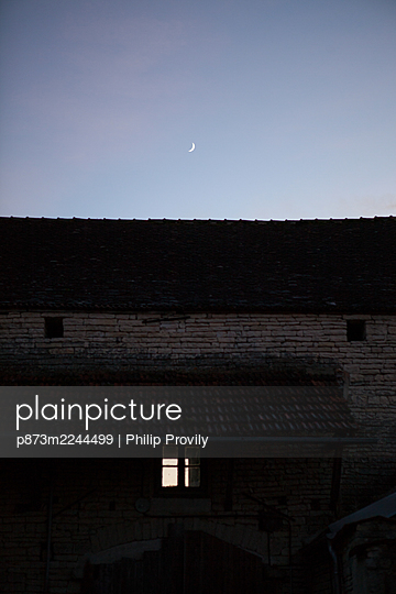 Half moon over farmhouse - p873m2244499 by Philip Provily