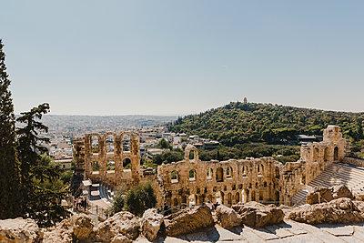 Theater des Dionysos auf dem Akropolis-Gelände - p432m2063419 von mia takahara