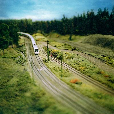 Train model driving through landscape - p528m696679 by Johan Willner