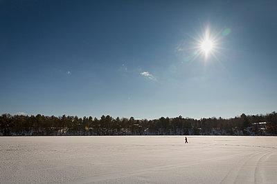 Schneeschuhwanderung - p718m1051292 von Arne Landwehr