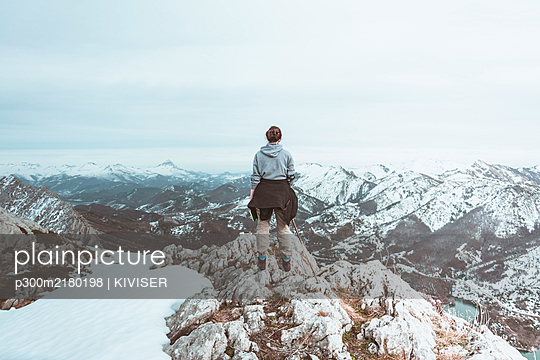 Back view of young woman standing on mountain top looking at view, Leon Province, Spain - p300m2180198 by KIVISER