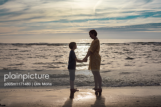 Mutter und Kind - p305m1171480 von Dirk Morla
