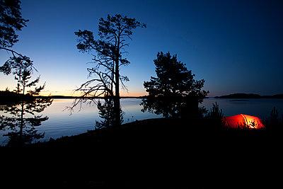 Sweden, Lit tent in a Scandinavian summer night - p1687m2284317 by Katja Kircher