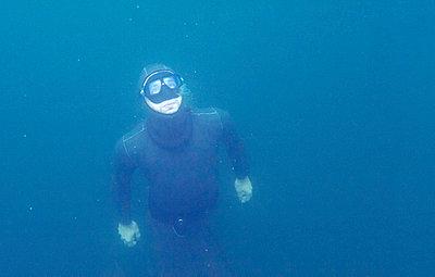 Diving - p608m720944 by Jens Nieth