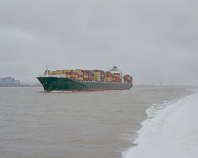 Container ship - p1214m1031149 by Janusz Beck