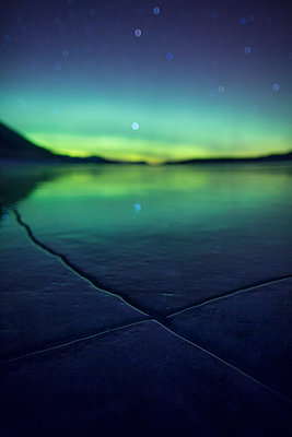 Aurora over frozen Abraham Lake - p343m1218202 by Paul Zizka