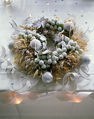Frosted winter wreath with baubles and lit candles - p349m896269 by Jan Baldwin