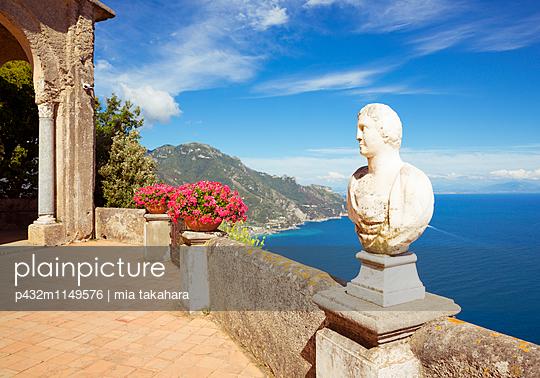 Villa Cimbrone  - p432m1149576 von mia takahara