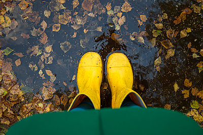 Person standing in puddle - p1231m1193570 by Iris Loonen