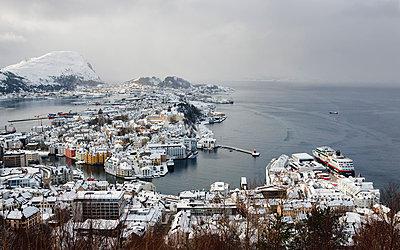 View of cityscape in winter - p312m799334f by Per Eriksson