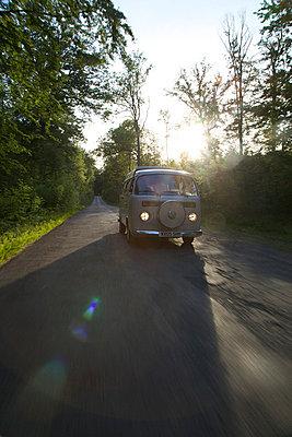 Retro-camper - p1980147 by David Breun