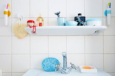 Badezimmerablage - p606m972824 von Iris Friedrich
