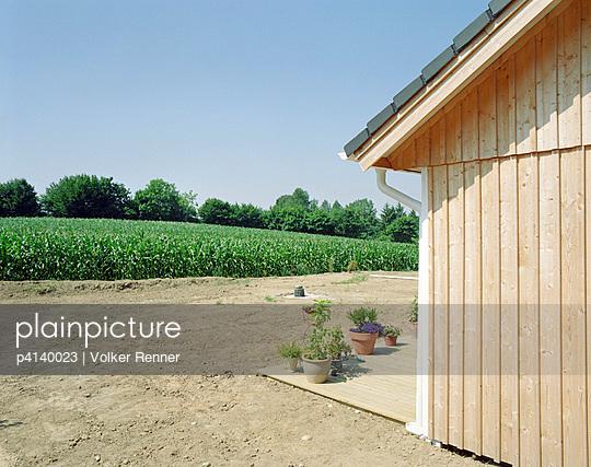 Neubau mit Garten - p4140023 von Volker Renner